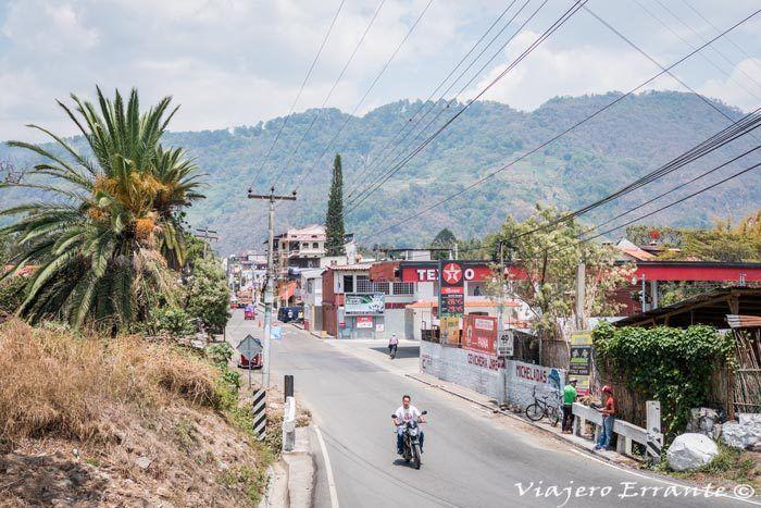 carretera de entrada a Panajachel